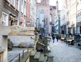 Gdańsk - ulica Mariacka (rzygacz na pierwszym planie)