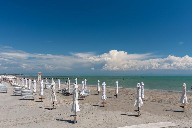 Zobacz pustą plażę Spiaggia Settimo Cielo w Grado