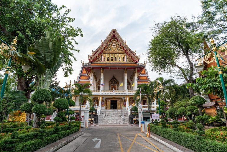 Wejście do świątyni Wat Samphanthawong Saram Worawihan w Bangkoku
