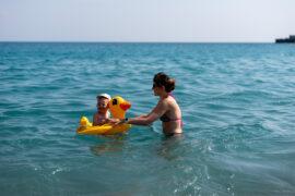 Giardini-Naxos - plaża Lido di Romantica - - Monia z Małgosią w wodzie