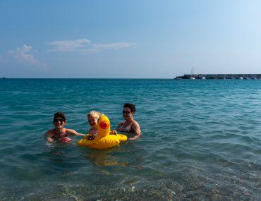 Giardini-Naxos - plaża Lido di Romantica - Monia i Ania z Małgosią w wodzie