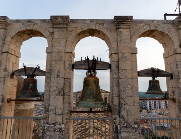 Noto - dzwony na dachu kościoła Chiesa di San Carlo