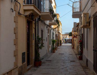 Marzamemi - wejście na plac Regina Margherita