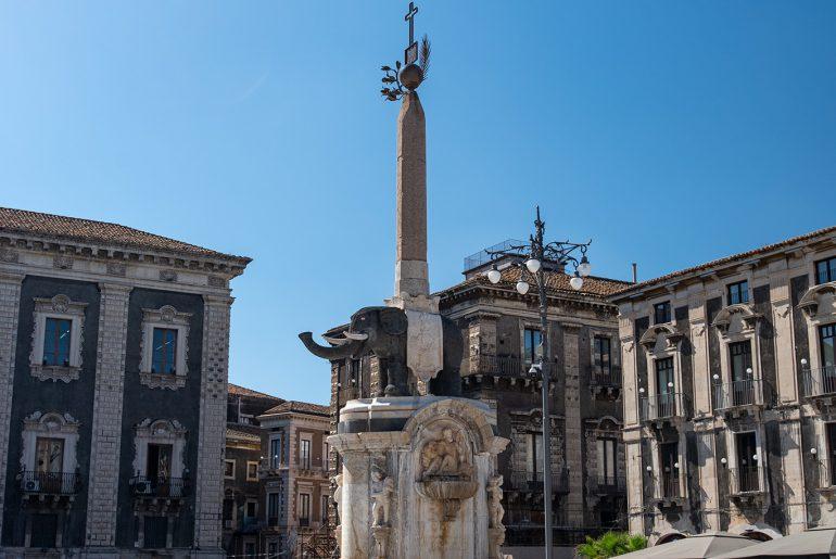 Katania - Piazza Duomo - Fontana dell'Elefante