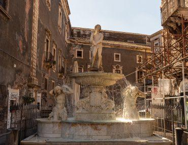 Katania - Piazza Duomo - Fontana dell'Amenano