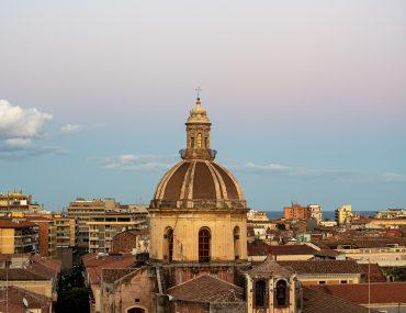 Katania - Crociferi B&B - Chiesa di san Michele Arcangelo ai Minoriti - widok z naszego tarasu
