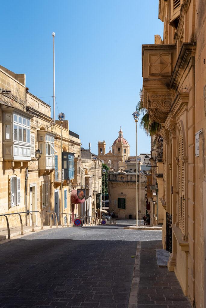 Rabat (Gozo) - na horyzoncie jeden z 46 kościołów na wyspie
