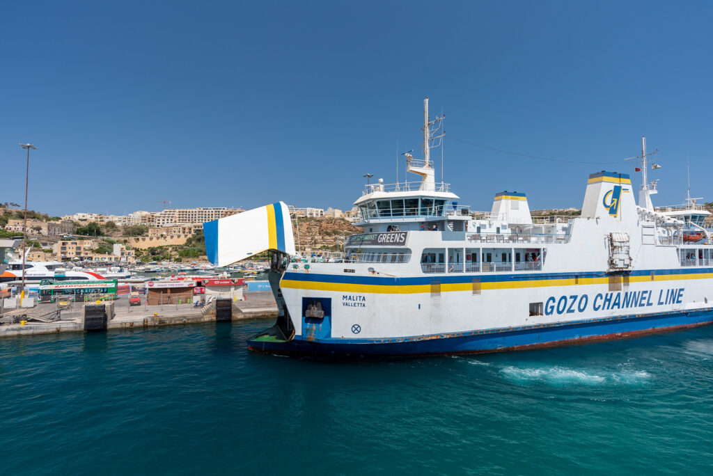 Na promie Gozo - Malta: przez tą paszczę niedługo zaczną wyjeżdżać samochody