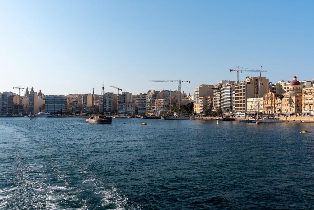 Sliema widziana z promu Sliema - Valletta