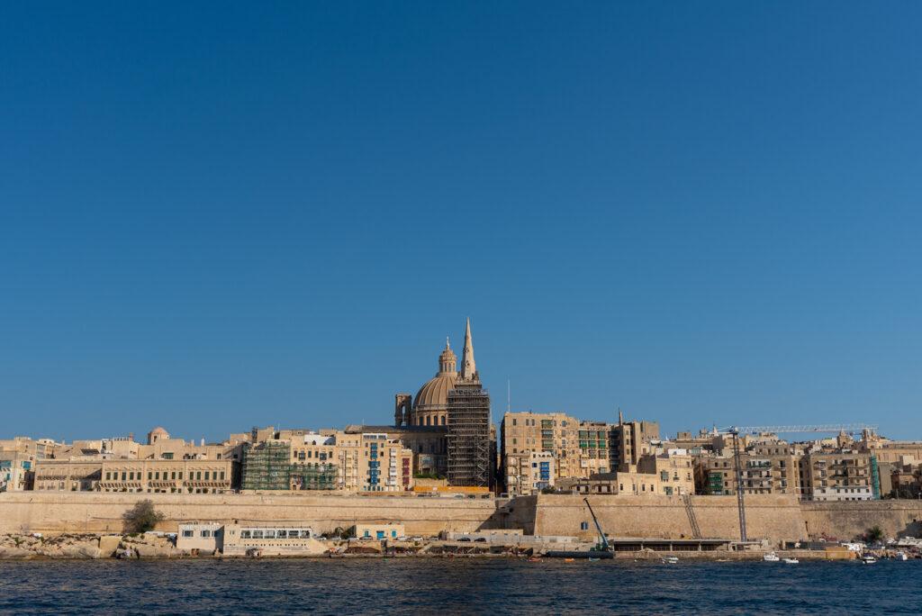 Valletta widziana z promu Sliema - Valletta