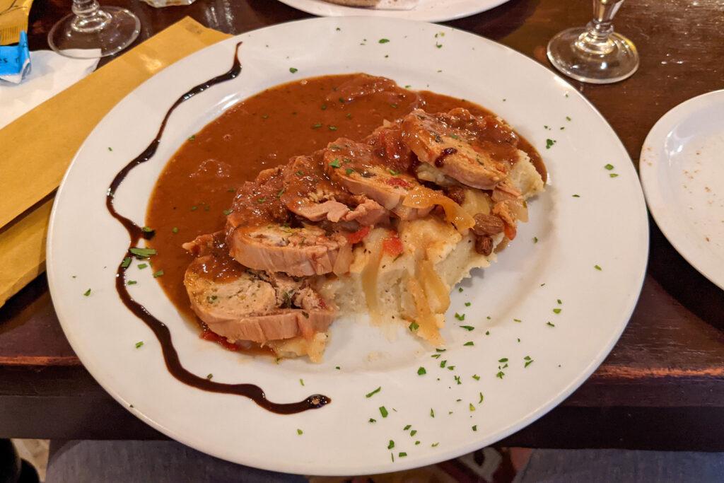 Restauracja Ta' Kris - królik faszerowany z puree ziemniaczanym