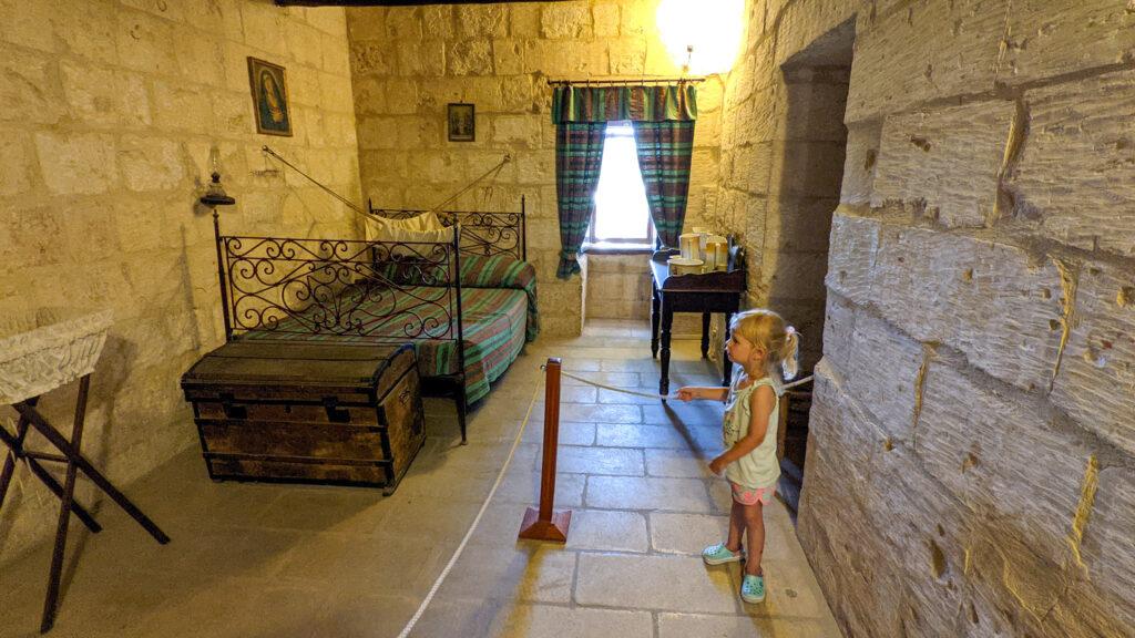 Gozo - Wiatrak Ta'Kola - zwiedzamy mieszkanie młynarza