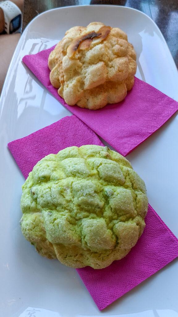 Malta - Sliema - japońska piekarnio-cukiernia Kyoto - bułeczka kokosowa i matcha