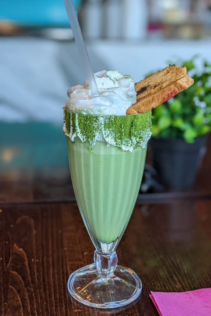 Malta - Sliema - japońska piekarnio-cukiernia Kyoto - matcha milkshake